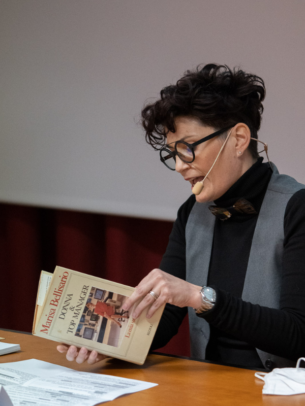 Silvia Rizzi legge Marisa Bellisario - Donne resilienti ai tempi del Covid