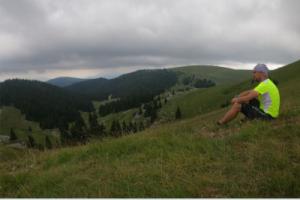 Giampirun seduto in montagna